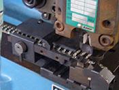 理化学機器など精密機器の組立・検査・調整・梱包に対応